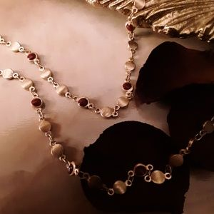 Universal Thread Jewelry - Goldtone and Maroon Longchain Necklace